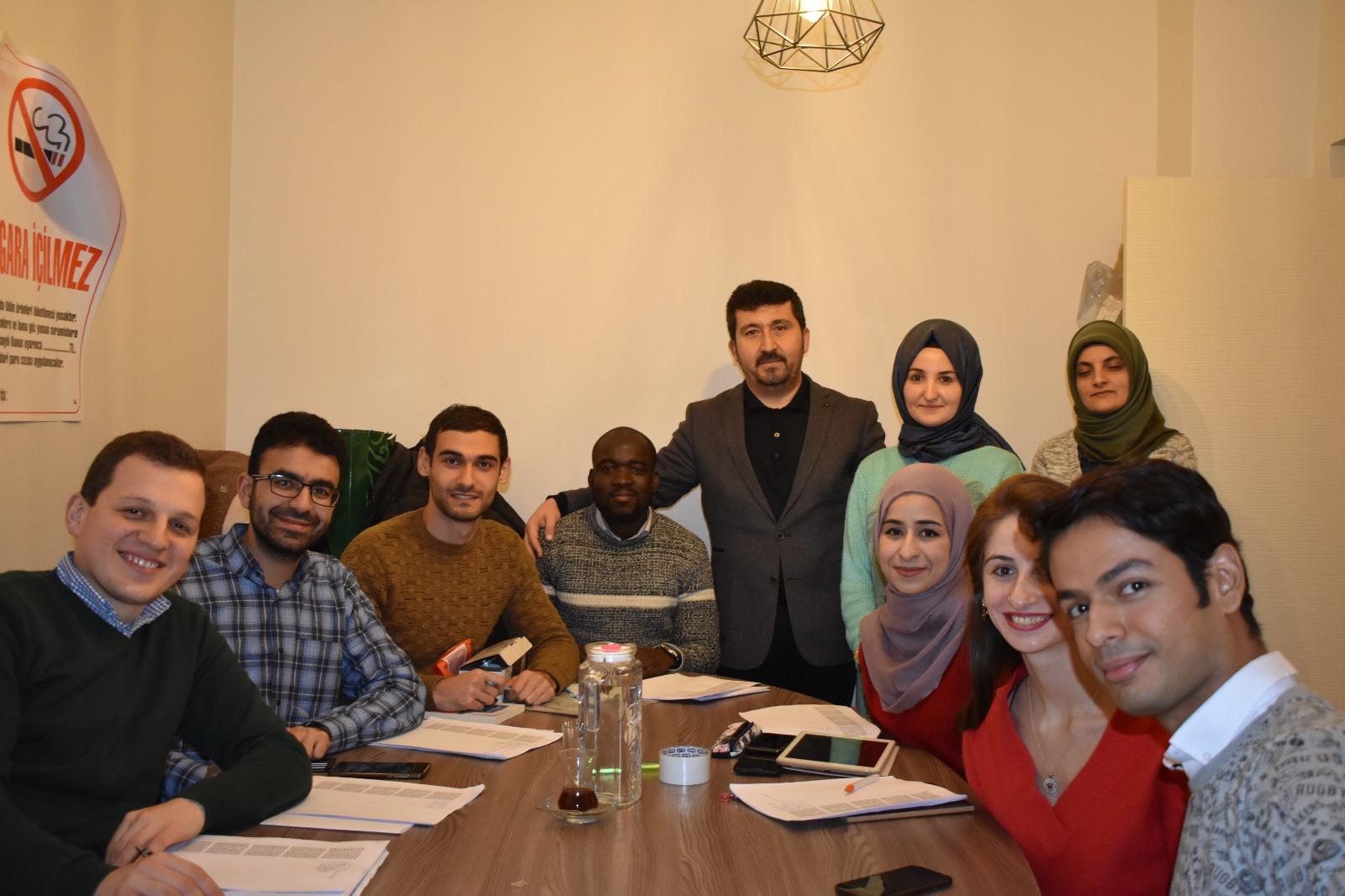 Genç Kahve'de Uluslararası Öğrencilere Türkçe Öğretimi