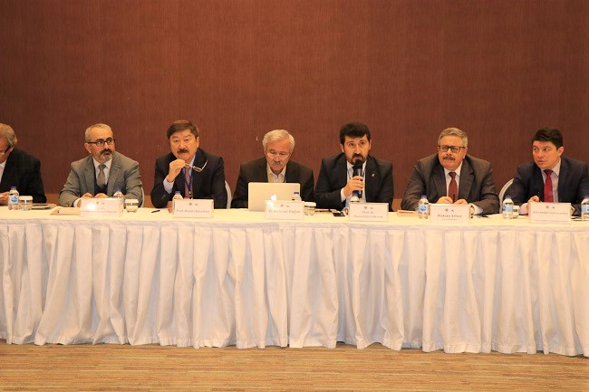Kırgızistan Ekonomi Bakanı Pankratov: Aytmatov, 20. yüzyılın en önemli yazarıdır