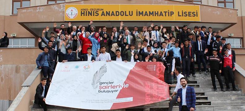 Hınıs'ta şairler gençlerle buluştu