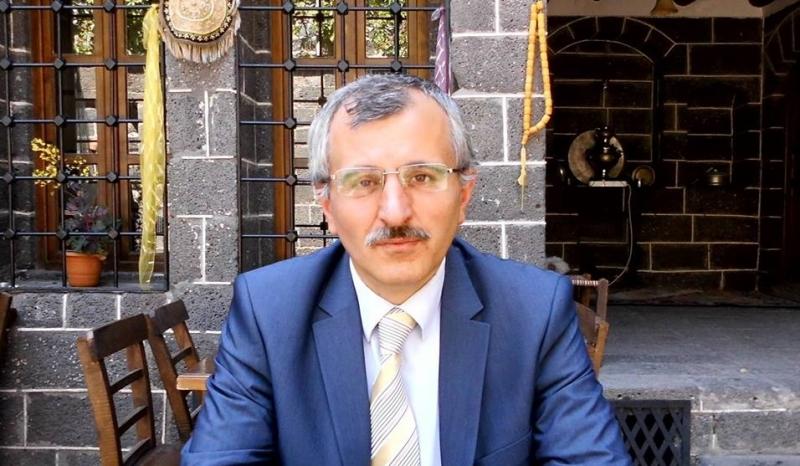 Mehmet Ali Abakay: Dünyada olup bitene seyirci kalmak zor