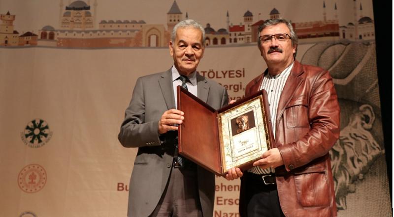Türkçenin 13. Uluslararası Şiir Şöleni'nde Sehend Büyük Ödülü Mehmet Ömer Kazancı'ya verildi