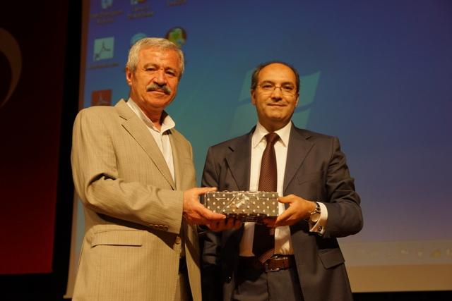 """D. Mehmet Doğan'dan """"Uzaktaki Yakın - Kaşgar"""" Konferansı"""
