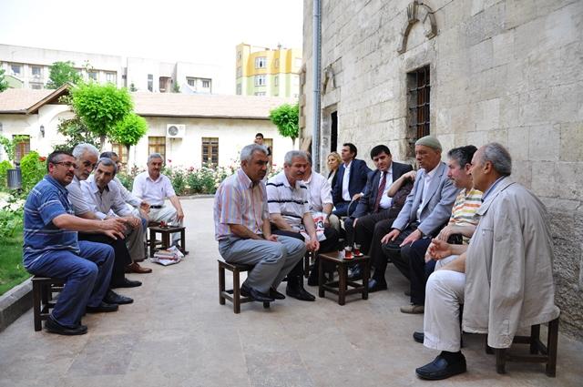 Şanlıurfa Kültür ve Turizm Müdürlüğü Kültür Bahçesi'nde  Şiir ve Söyleşi