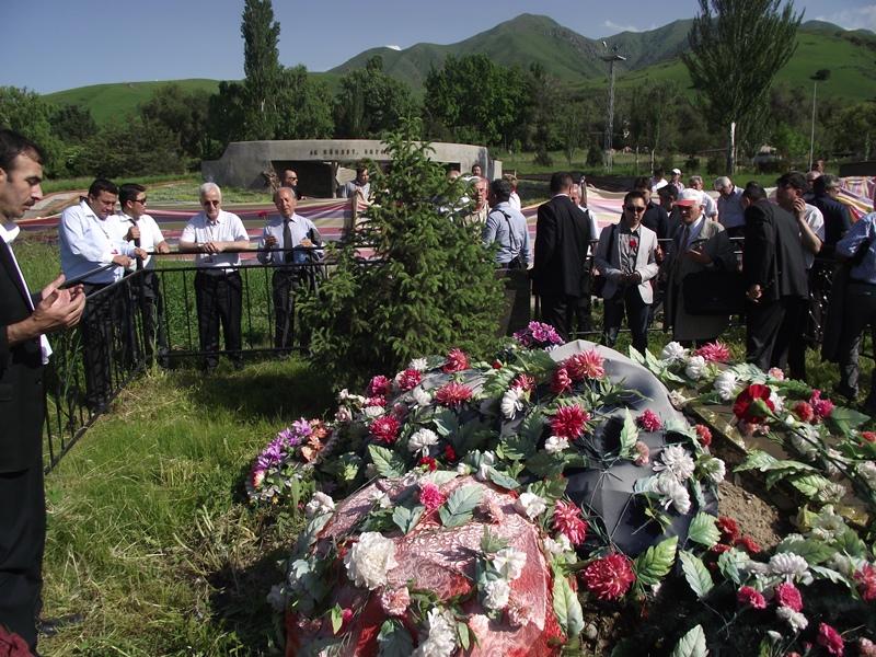 Şairler Aytmatov'u ziyaret etti