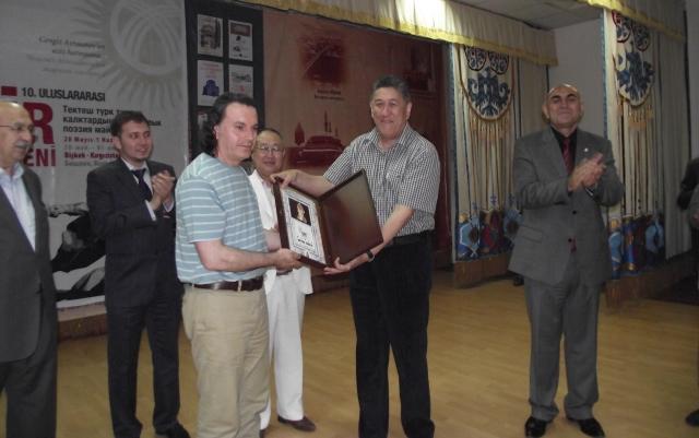 """Hicabi Kırlangıç'a Kırgızistan'da """"Manas Büyük Ödülü"""""""