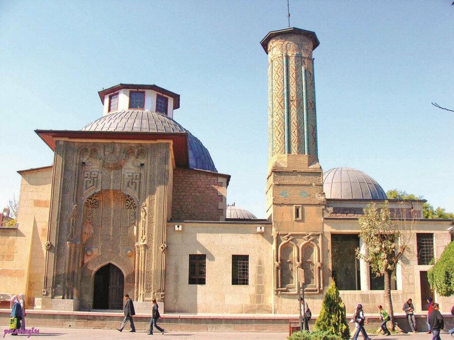 Modern üniversitelerin öncüsü: Nizâmiye medreseleri