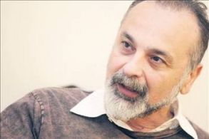 Haşmet Babaoğlu'ndan: Türkiye'nin yarısı onu seyrediyorsa... Kim anormal?