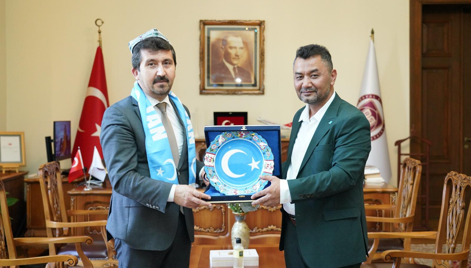 """""""Doğu Türkistanlılar Türkiye Yazarlar Birliği'ne müteşekkirdir"""""""