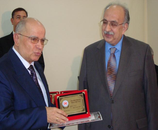 Türkiye Yazarlar Birliği'ne bir ödül de Halk Kültürü Araştırma Kurumunca verildi.
