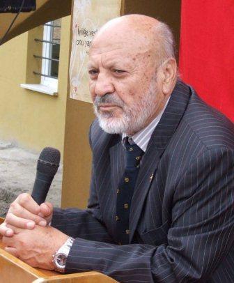 Hasan Aksay'dan: Vakıf insan Akmumcu'yu uğurlamak