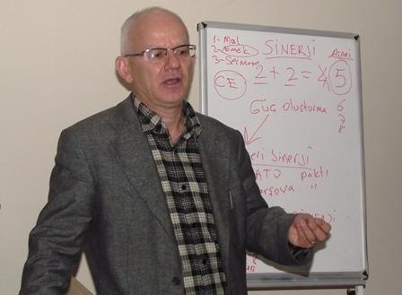 """Prof. Dr. Yavuz Kır: """" 2 + 2 = 5   Sinerji olmadan başarı olmaz"""""""