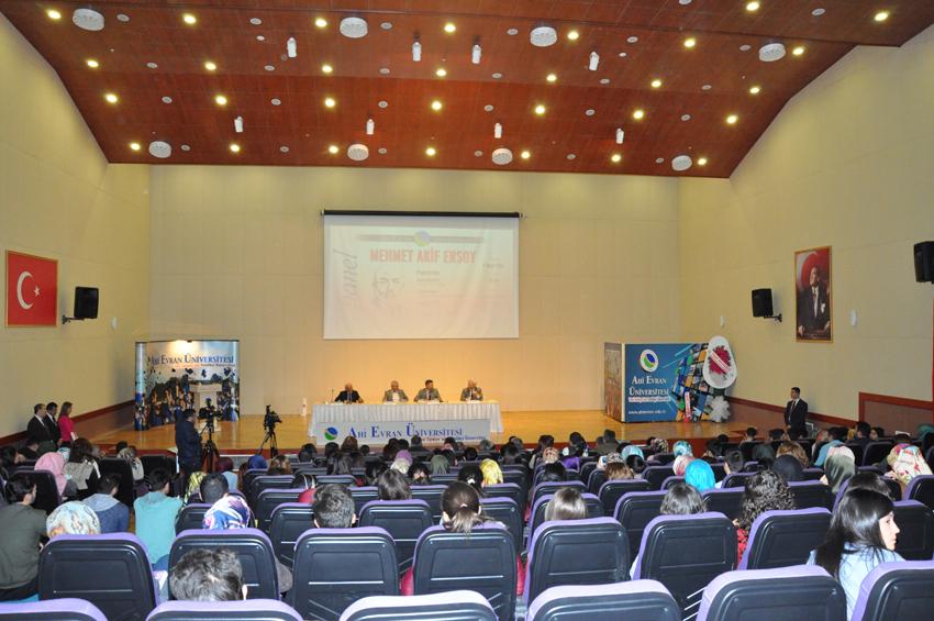 """Ahi Evran Üniversitesinde  """"Mehmet Akif Ersoy"""" Konulu Panel Düzenlendi"""