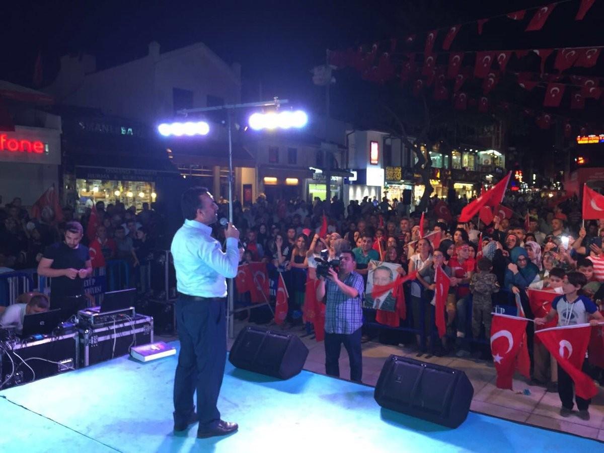 Mahmut Bıyıklı Eyüp Meydanı'nda konuştu:  ''BU AZİZ MİLLETİ YENEMEYECEKSİNİZ''