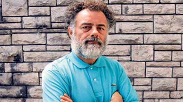 İhsan Deniz şiirini anlatıyor