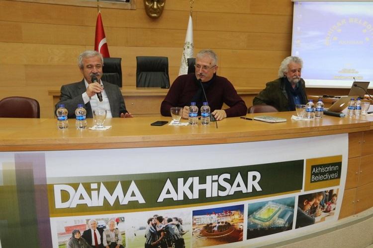 Akhisar'da edebiyat ve sanat üzerine söyleşi