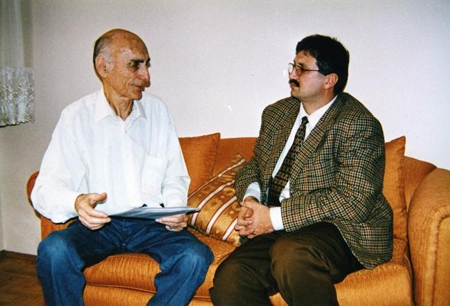 """77 Kitap Sahibi Şair Hikâye Ve Roman Yazarı Çevirmen Faik Baysal; """"Yaşasın Edebiyat"""""""