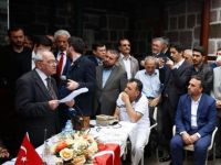 Mahmut Bıyıklı: Sezai Karakoç Oyları Böler mi?