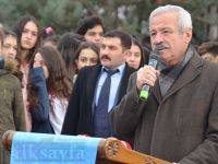 D. Mehmet Doğan: Çocuklarla kartopu oynayamayan büstler!