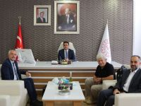 TYB İzmir Şubesi Yönetimi ve İl Milli Eğitim Müdürünü ziyaret etti