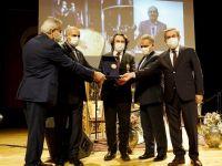"""Prof. Dr. Hicabi Kırlangıç'a """"Uluslararası Hafız Nişanı"""" verildi"""