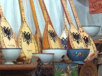 Kruya Çarşısı, tarihi dükkânları ile ünlü