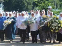 Srebrenitsalı annelerden soykırım davasına destek