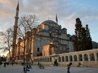 Camiyi Kapatıyor Dediği Binanın Yıktırılmasını Sağlayan Edebiyatçı