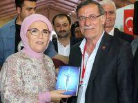 Siirt temsilcisi İçin son kitabını Emine Erdoğan'a hediye etti