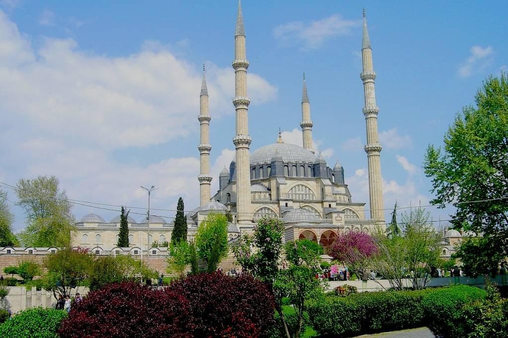 selimiye-mosque-in-edirne-turkey-summer.jpg