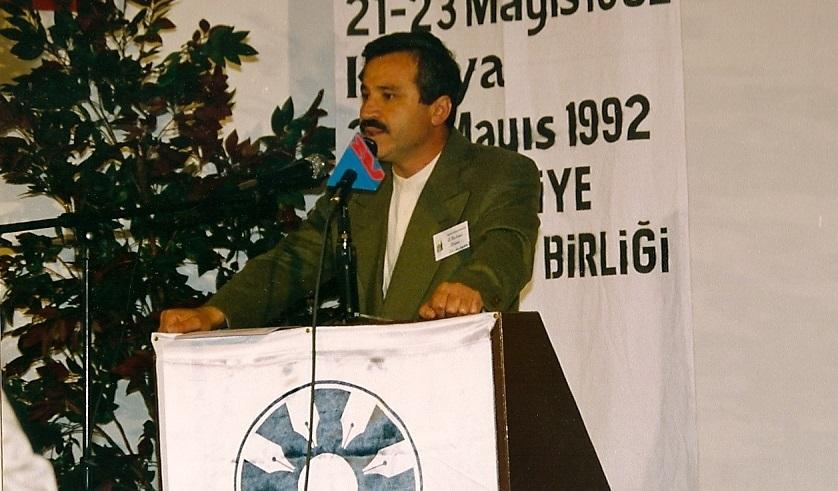 türkçenin-uluslararasi-şiir-şöleni-açiliş-konuşmasi,-1992,-bursa.jpg